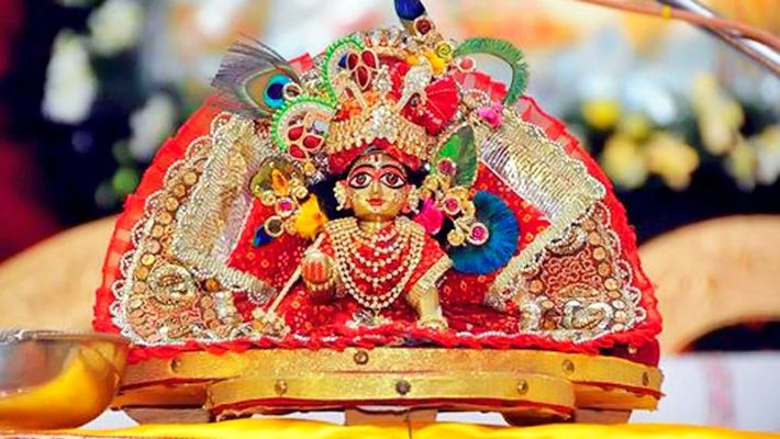 How to Dress Lord LadduGopal according to Colors Daily